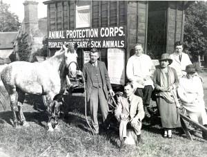 Maria Dickin (left) by 1st horse-drawn caravan 1923