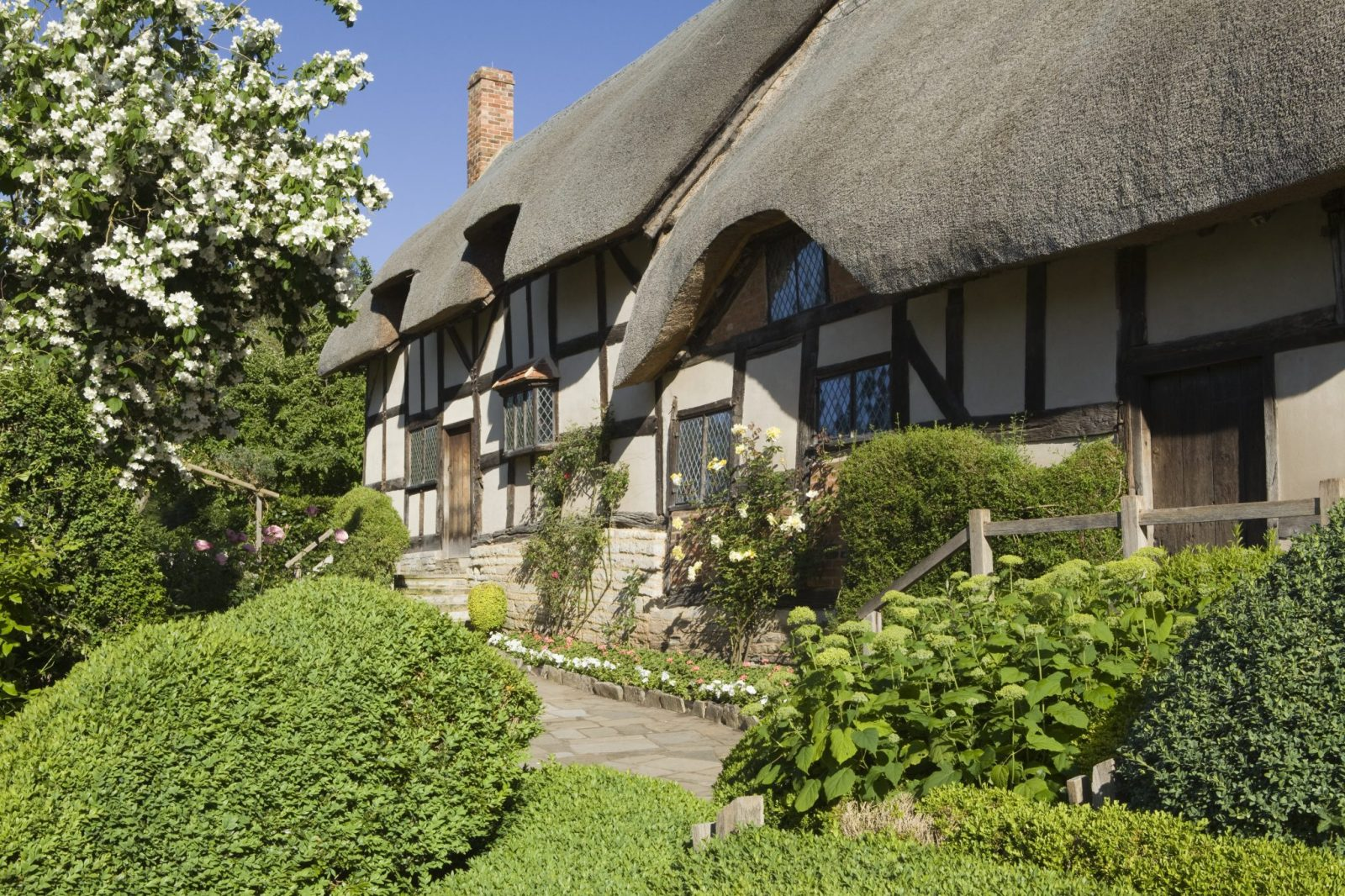 Anne Hathaway's Cottage and Gardens, Stratford-upon-Avon, UK. June 2014.